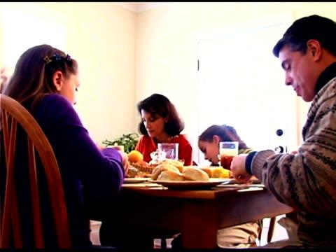 family eating dinner - familie mit drei kindern stock-videos und b-roll-filmmaterial
