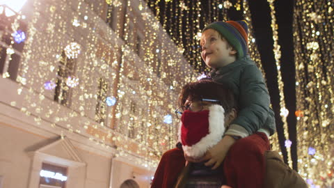 family enjoying christmas lights at a city street during covid-19 pandemic - market retail space stock videos & royalty-free footage