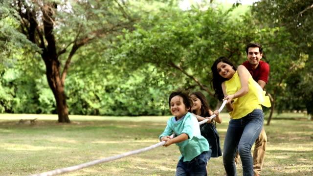 vídeos de stock e filmes b-roll de family enjoying in park, delhi, india - film montage