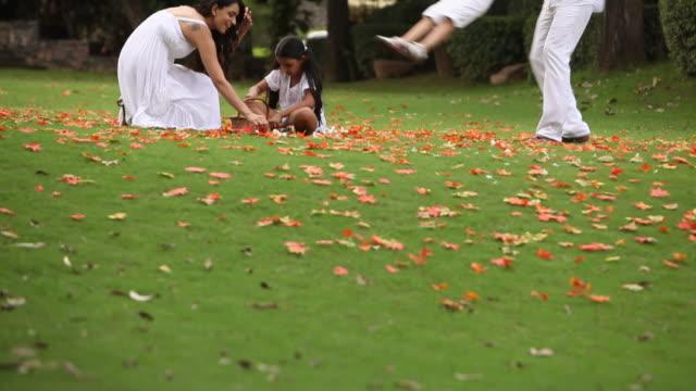 family enjoying in the garden  - due genitori video stock e b–roll