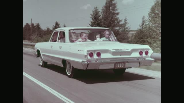 vídeos de stock, filmes e b-roll de ws pov family enjoying road trip / united states - vintage car