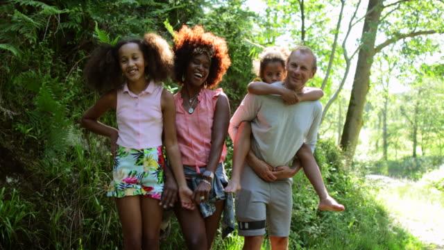 stockvideo's en b-roll-footage met gezinsplezier - 12 13 jaar