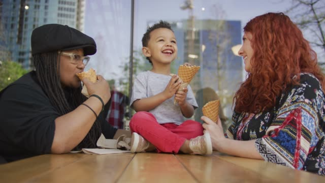 family ice cream outing - lesbica video stock e b–roll