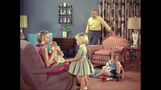 vídeos de stock, filmes e b-roll de ms family in living room / united states - 1960