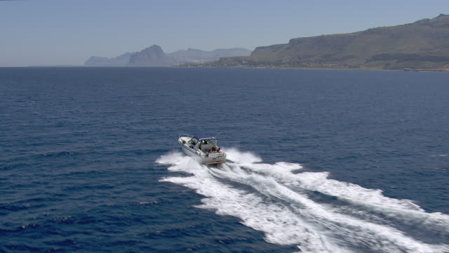 family in speed boat in mediterranean - barca a motore video stock e b–roll