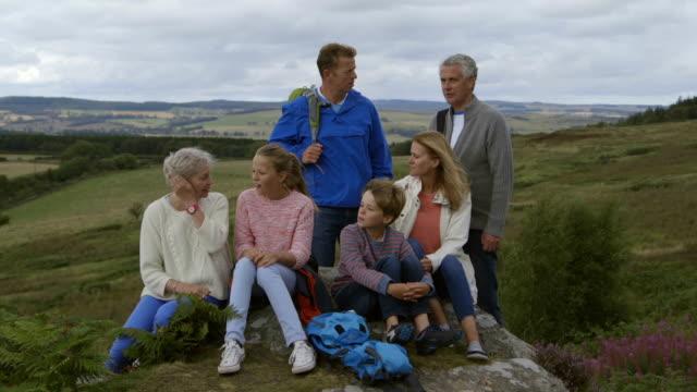 ご家族の田園地帯 - 大家族点の映像素材/bロール
