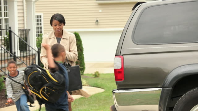 "vidéos et rushes de ""ms pan family leaving house for work and school in morning / quinton, virginia, united states "" - surchargé de travail"