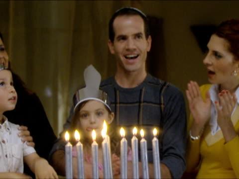 vídeos de stock, filmes e b-roll de zi ms family lighting hanukkah candles / beit yitzhak, israel - candelabro