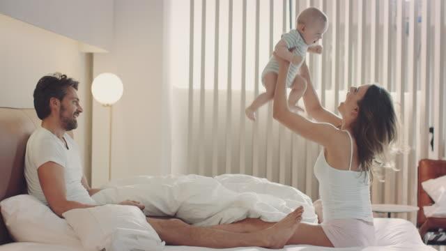 Familjen i sängen