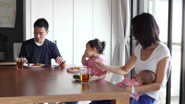 family meals scene - simple living bildbanksvideor och videomaterial från bakom kulisserna