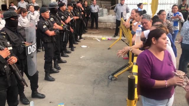 NIC: Nicaragua: relatives of political prisoners protest outside jail