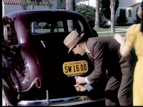 1940 MONTAGE MS CU PAN HA Family of four carrying parcels into car, getting in and driving off, unloading luggage after arriving in country cottage, USA, AUDIO