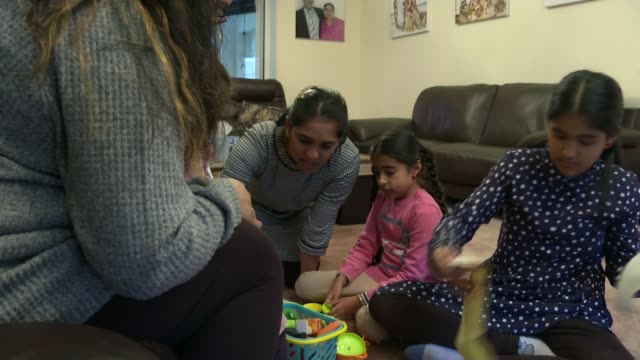 family of girl saved by kidney donation share their story to help others; england: anaya and family with surinda sapal surinda sapal interview sot... - human kidney点の映像素材/bロール