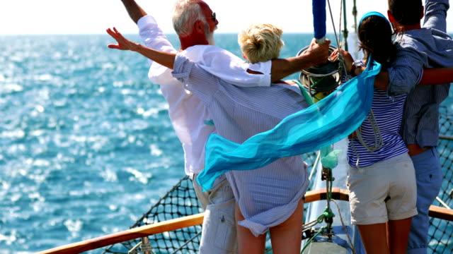 stockvideo's en b-roll-footage met familie op een cruise zeilen. - rijk staat