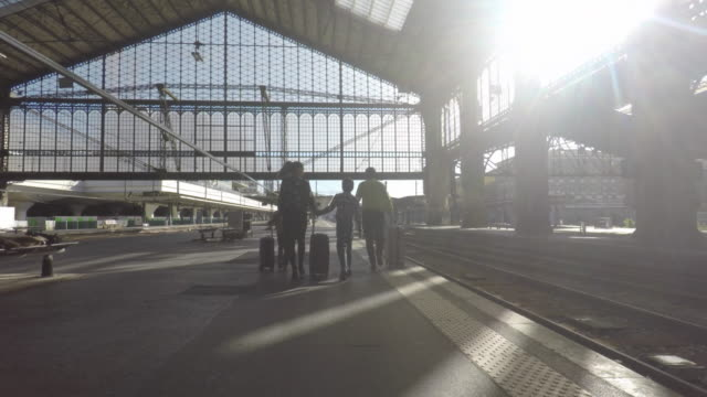 family on the platform of a train station - station stock-videos und b-roll-filmmaterial