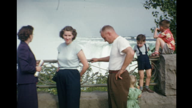 1952 HOME MOVIE Family on vacation at Horseshoe Falls / Niagra Falls, Canada