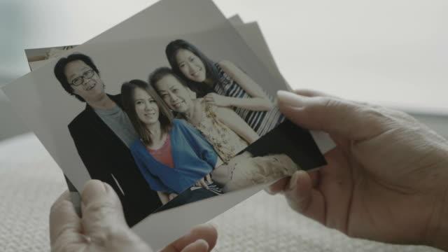 vídeos y material grabado en eventos de stock de foto de familia - marco
