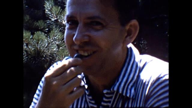 vídeos de stock e filmes b-roll de 1953 family picnic and swimming trip - artista