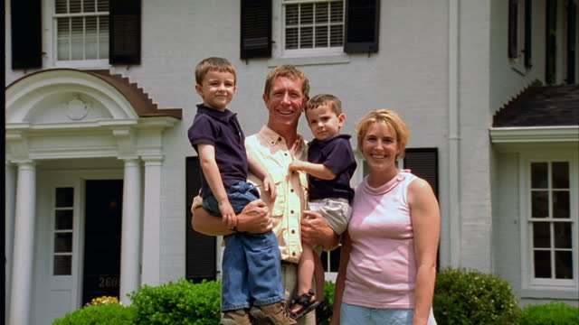 stockvideo's en b-roll-footage met a family poses for a portrait. - north carolina amerikaanse staat