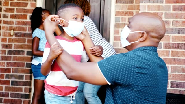 family prepare to leave home during the covid-19 pandemic - prevention stock videos & royalty-free footage