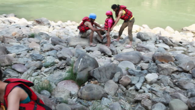 family preparing for river rafting  - schwimmweste stock-videos und b-roll-filmmaterial