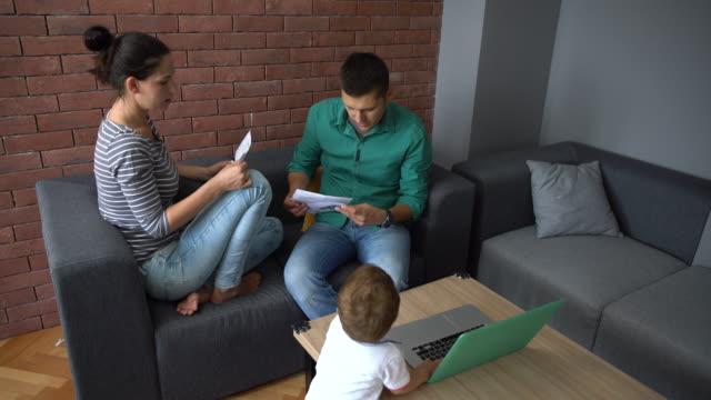 stockvideo's en b-roll-footage met familiale problemen - stem
