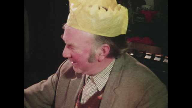 family pulls christmas crackers together, 1976 - cracker stock videos & royalty-free footage