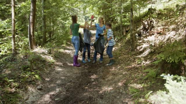 vídeos de stock e filmes b-roll de family returning after cleaning trash in the forest - apanhar atividade física