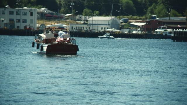WS Family sailing away in boat / Seattle, Washington, USA