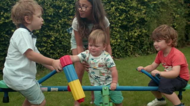 family shoot - 水鉄砲点の映像素材/bロール
