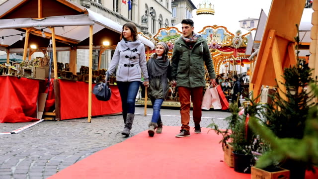 family shopping in busy and decorated city street in christmas - bonding stock videos & royalty-free footage