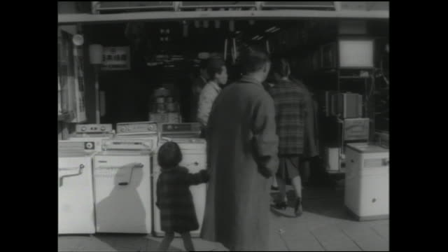 a family shops for appliances at a store in akihabara electric town. - hushållsapparat bildbanksvideor och videomaterial från bakom kulisserna
