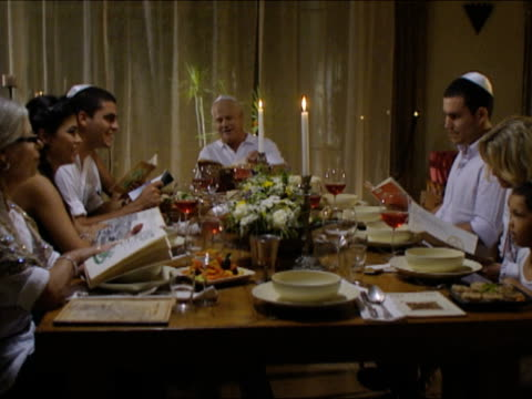 ms pan family sitting at dinner table at seder night during passover / beit yitzhak, israel - religion stock-videos und b-roll-filmmaterial