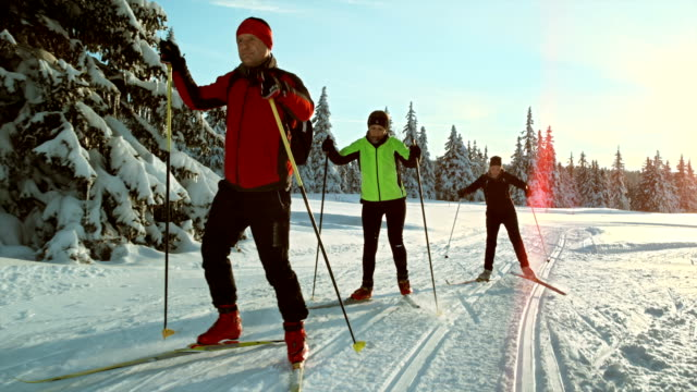 TS SLO MO Family skiing on the cross country track