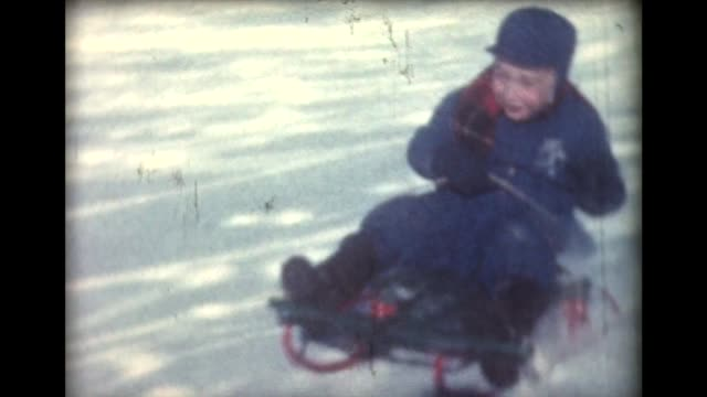 vidéos et rushes de 1959 family sledding and riding toboggan - 1950 1959