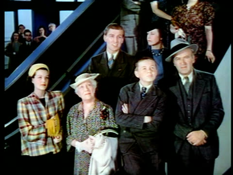 vídeos y material grabado en eventos de stock de 1940 family standing looking up watching something / new york world's fair / industrial - feria mundial de nueva york