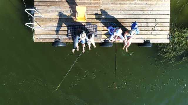 vídeos y material grabado en eventos de stock de familia de verano - caña de pescar