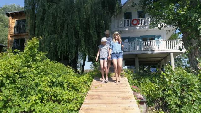 familie sommer - angeln stock-videos und b-roll-filmmaterial