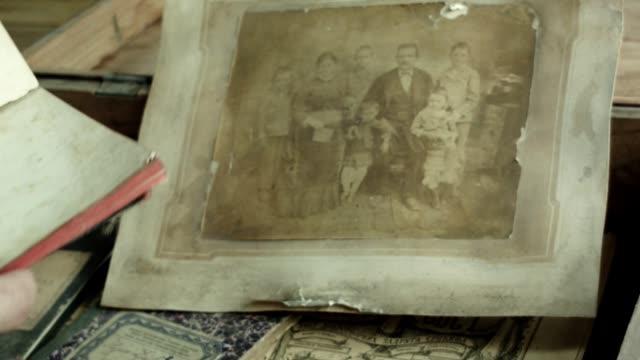 vídeos de stock, filmes e b-roll de do património tesouro familiar - old timers' day