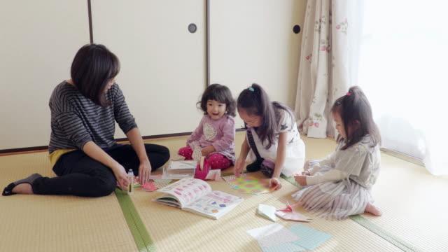 vidéos et rushes de family - origami