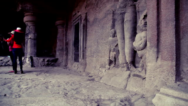 Familienbesuch in der Elephanta Island Höhle, Mumbai