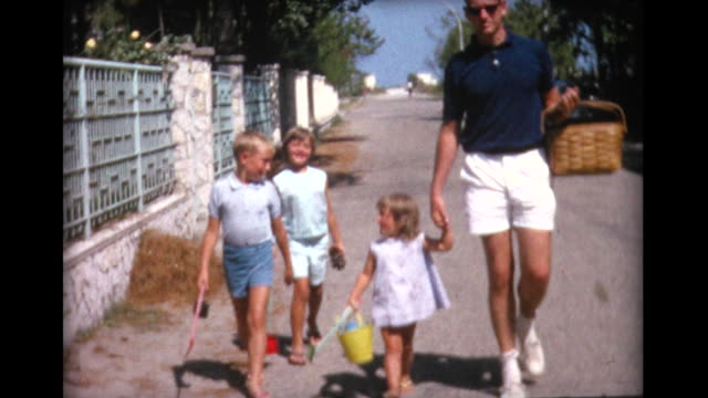 1964 family walking together with picnic basket - picknick bildbanksvideor och videomaterial från bakom kulisserna