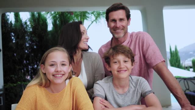 family with children - 12 13 år bildbanksvideor och videomaterial från bakom kulisserna