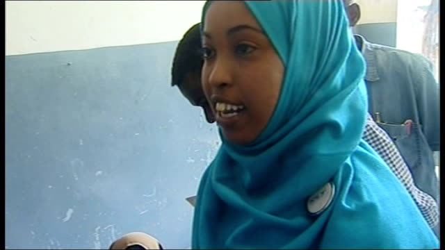 stockvideo's en b-roll-footage met cholera threat to famine victims doctor yasmin shire interview sot - slachtoffer