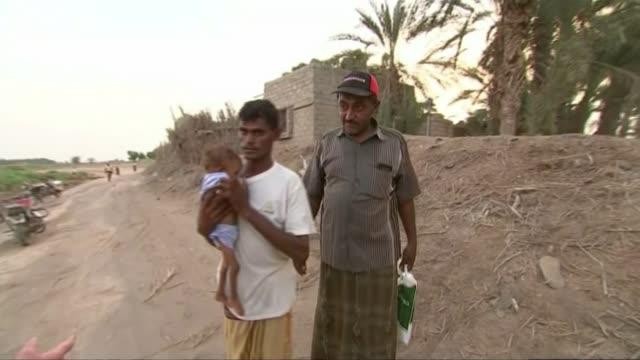 yemen facing the 'world's largest humanitarian crisis' t13101616 / tx toheita ext man holds his malnourished child in his arms as talking with... - yemen bildbanksvideor och videomaterial från bakom kulisserna