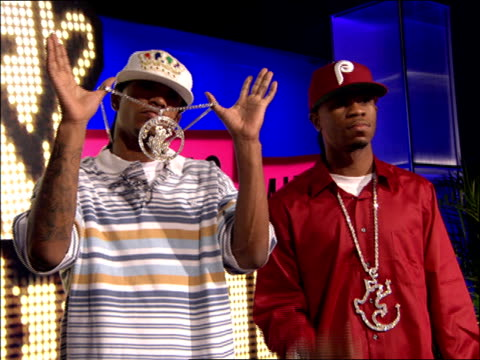 Famous and Chamillionaire Walking the 2007 MTV Video Music Awards Red Carpet