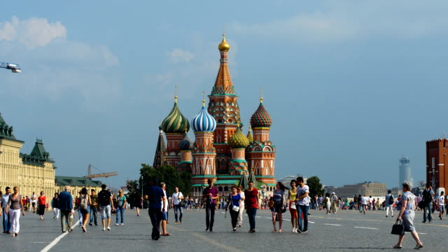 famous and colourful cathedral of st. basil, also known as the cathedral of vasily the blessed/ moscow, russia - moskau stock-videos und b-roll-filmmaterial