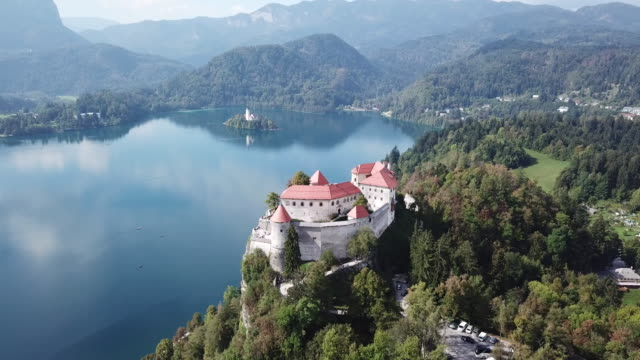 famous bled castle in slovenia, aerial - lago di bled video stock e b–roll