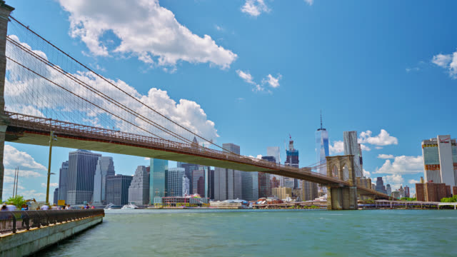 Famoso puente de Brooklyn y Manhattan