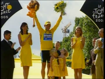 famous cyclist lance armstrong, on the winner's podium after winning the tour de france, on the podium with his kids and sheryl crow. lance armstrong... - sport stock videos & royalty-free footage